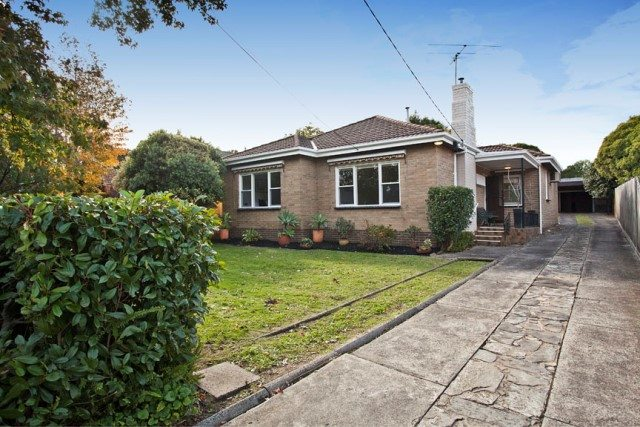 10 Jordan Grove Glen Waverley - 1