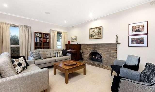 33 Oakern Street Mount Waverley - 2